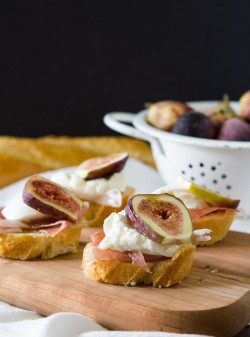 Fig, prosciutto burrata crostini