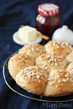Honey Oatmeal Rolls Recipe