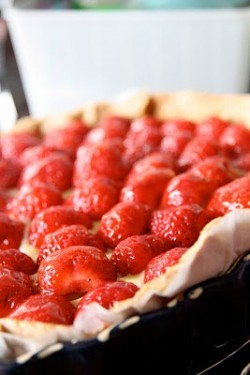 Strawberry Pie with Vanilla Custard and Pear Jelly