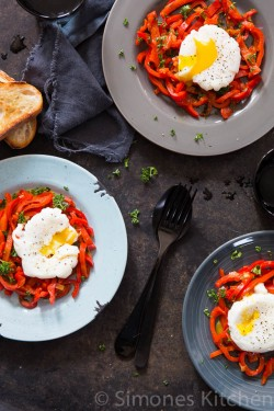 Sweet pepper with poached egg