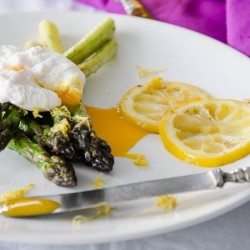 Green Asparagus with Poached Eggs