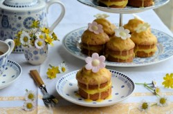 Little Victoria Lemon Daisy Cakes