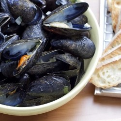 Mussels with Herbs and Garlic and White Wine Recipe