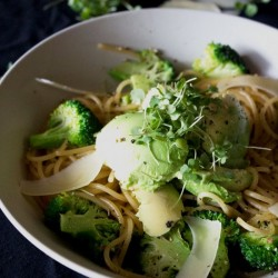 Spaghetti with Broccoli and Avocado