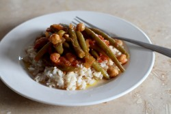 Stewed Green Beans with Chickpeas and Tomatoes