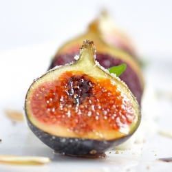Caramelized Figs for Salad with Beetroots and Burrata Cheese