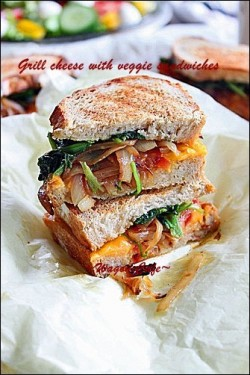 Caramelized Onion Spinach Tomato Grilled Cheese Sandwich Recipe