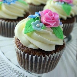 Carrot Cupcakes with Frosting and Fondant Roses Recipe