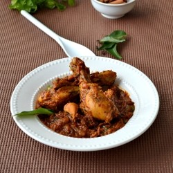 Chicken Curry with Cinnamon and Clove