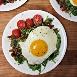 Crispy Speck and Fried Egg Arugula Salad Recipe