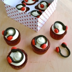 Rd Velvet Cupcakes with Fondant Headphones