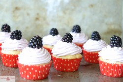 Blackberry and Cream Cupcakes Recipe