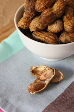 Boiled Peanuts with Hot Paprika Recipe
