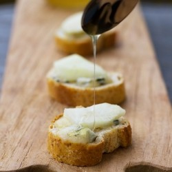 Pear Honey Blue Cheese Crostini Recipe