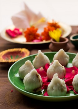 Steamed Modak Rice Flour Dumplings Recipe