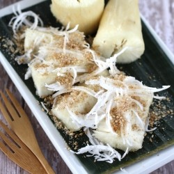 Steamed Tapioca with Sesame and Coconut
