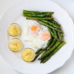 Eggs with Asparagus and Lemon Sauce Recipe
