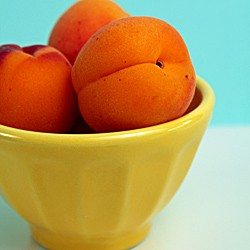 Apricots for Apricot Tonka Bean Cakelets