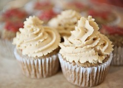 Banana Nut Cupcakes with Strawberry and Peanut Butter Frosting