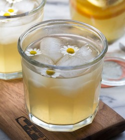 Chamomile Honey and Whiskey Cocktail Recipe