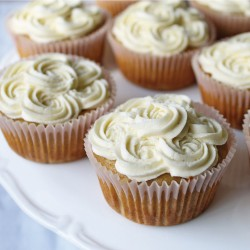 Banana Cupcakes with Cinnamon Maple Syrup Buttercream Frosting