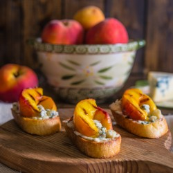 Peach and Gorgonzola Crostini Recipe