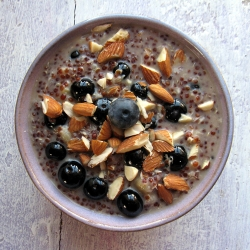Quinoa Breakfast Pudding with Blueberries and Almonds
