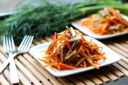 Simple and fresh Carrot Fennel Olive Slaw vegan