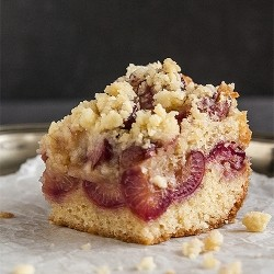 Sweet Cherry Crumble Pie Cake Recipe