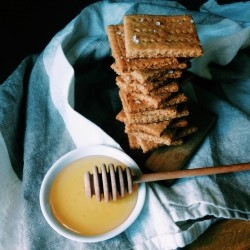 Whole Wheat Almond Meal Graham crackers Recipe