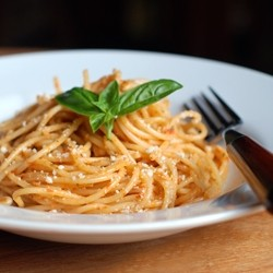 Spaghetti with Tomato Pesto Recipe