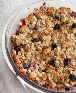 Strawberry Raisins Crumble with Oats