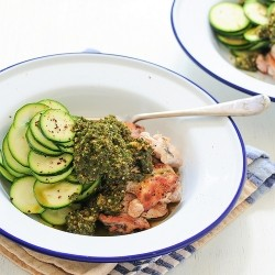 Pesto chicken with zucchini