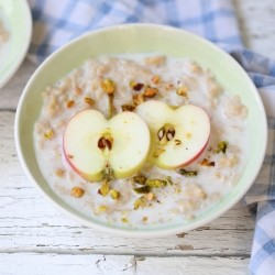 Rolled Oats with Apple and Honey