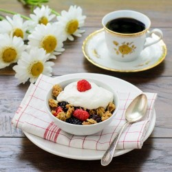 Fresh Berries with Crunchy Crumble Recipe