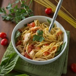 Pasta with fresh tomato sauce and chicken