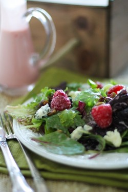 Raspberry Pistachio Blue Cheese Salad Recipe