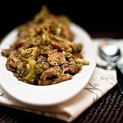 Stir Fried Beef and Broccoli in Garlic Sauce