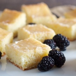 Lemon Cake with Crunchy Topping