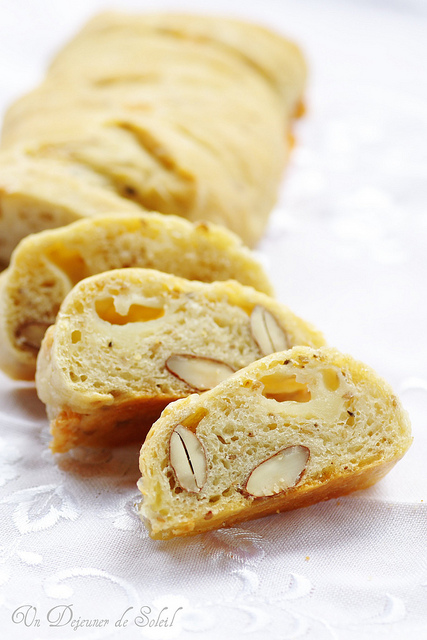Bread with Cheese and Sicilian Almonds
