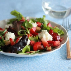 Strawberry Salad with Goat Cheese