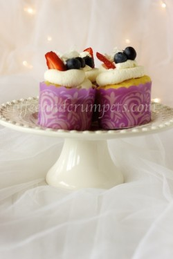 Vanilla Cupcakes with Mascarpone Cream and Berries