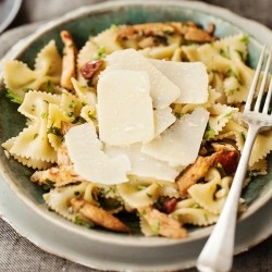 Chicken Tomato Olives Farfalle Recipe