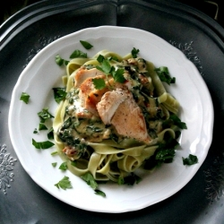 Tagliatelle with chicken and spinach sauce