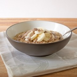 Quinoa Breakfast Bowl with Bananas and Almonds Recipe