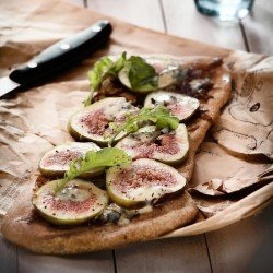 Figs and Gorgonzola flatbread