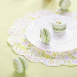 Pistachio Macarons These delicious little meringue cookies are filled…