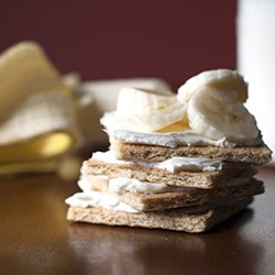 Graham Crackers with Cream Cheese and bananas
