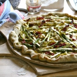 Pizza Topped with Asparagus, Goat's Cheese and Sun-Dried Tomatoes Recipe
