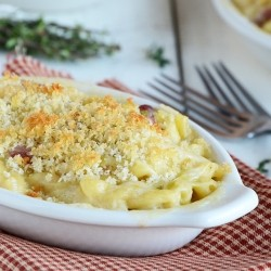 Smoky White Cheddar Mac and Cheese with Leeks Recipe